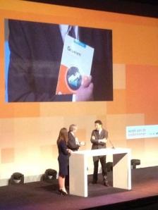 """week van de ondernemer - minister Dijselbloem ontvangt boek """"Eerste hulp bij groei""""."""